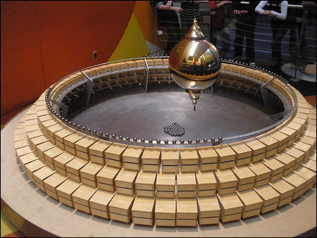 Foucault pendulum clock at COSI